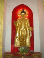 Asisbiz Pagan Shwezigon Pagoda main Buddhas Dec 2000 01