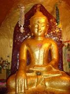 Asisbiz Pagan Shwezigon Pagoda main Buddhas Dec 2000 02