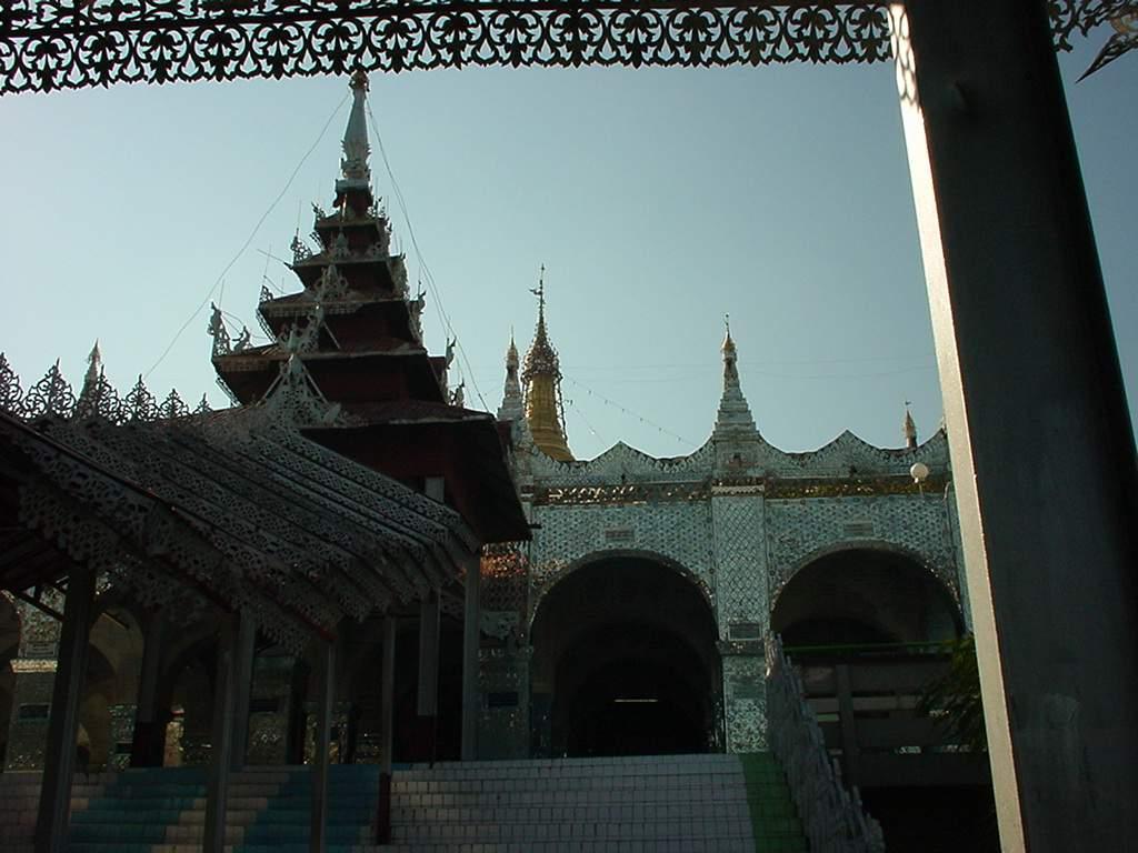 Mandalay Hill Sutaungpyei Pagoda Dec 2000 01