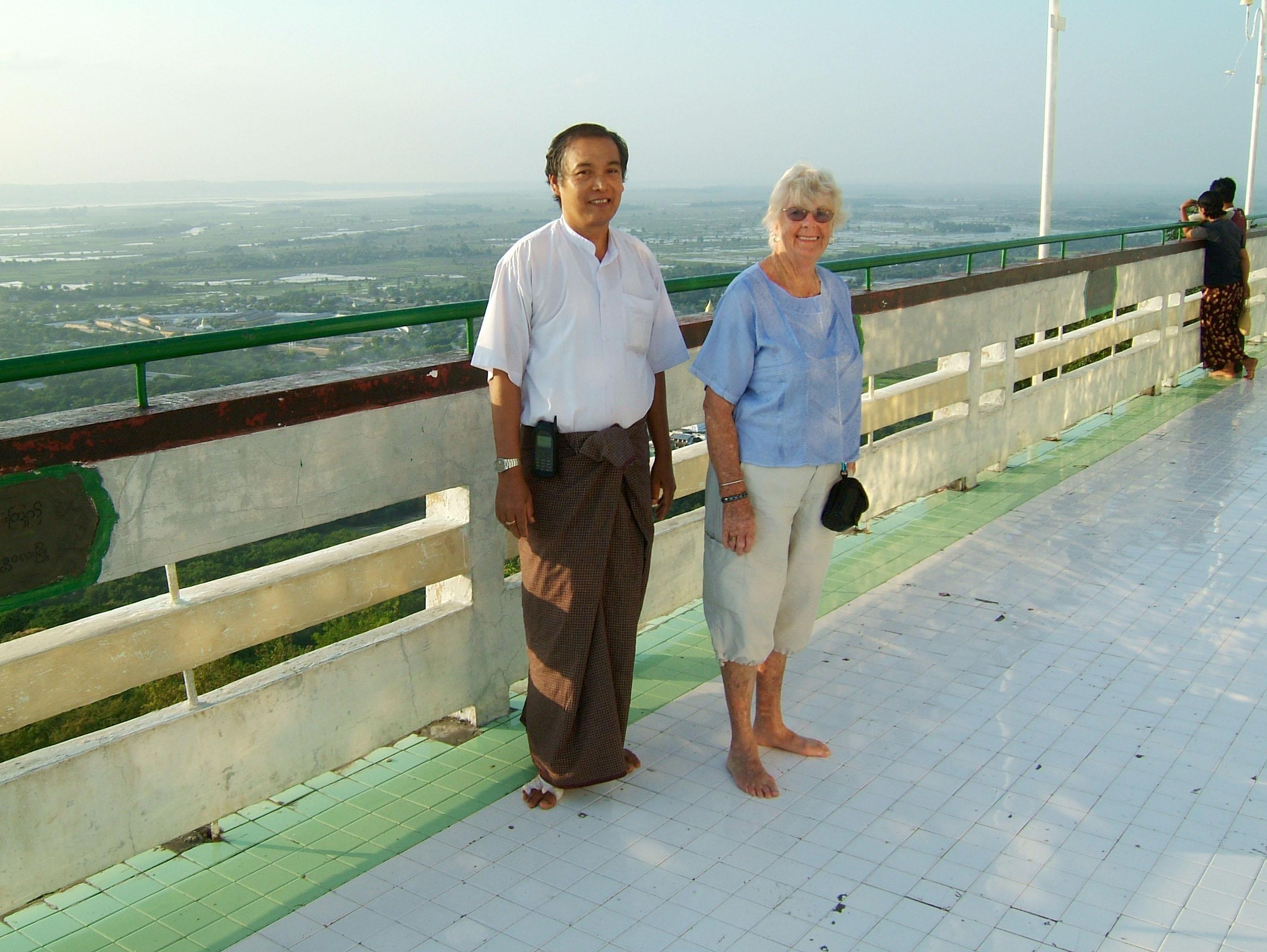 Mandalay Hill Sutaungpyei Pagoda Nov 2004 02