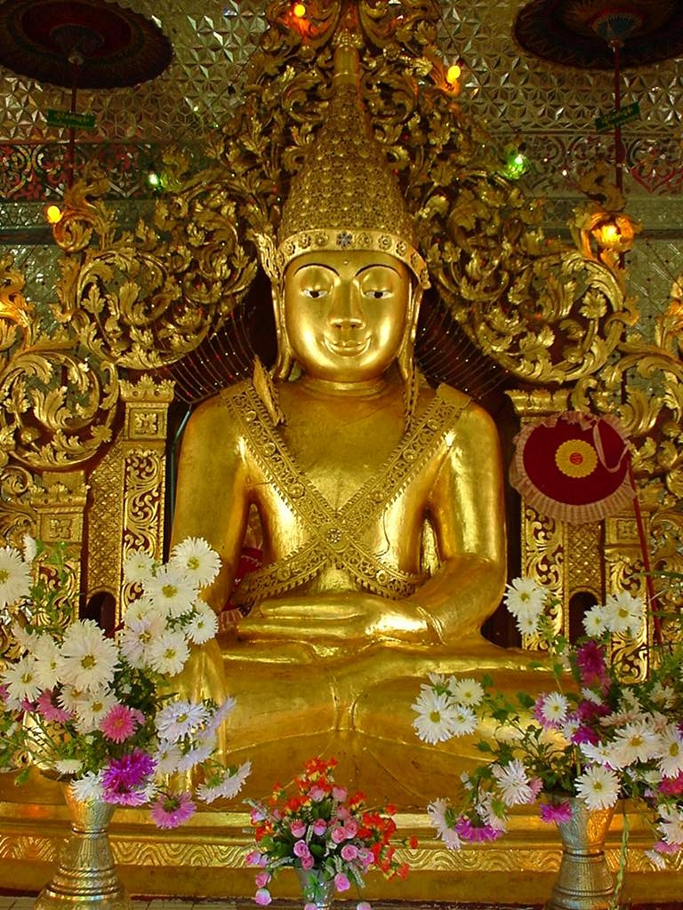 Mandalay Hill Sutaungpyei Pagoda main Buddhas Dec 2000 01