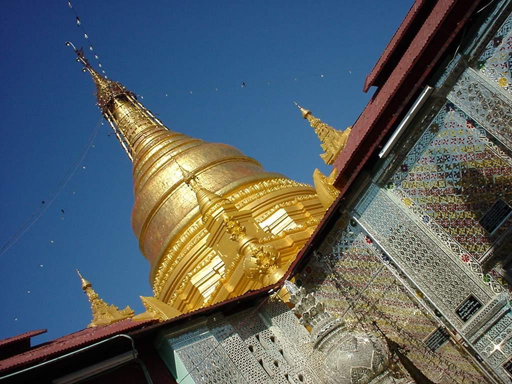 Mandalay Hill Sutaungpyei Pagoda stupa Dec 2000 02