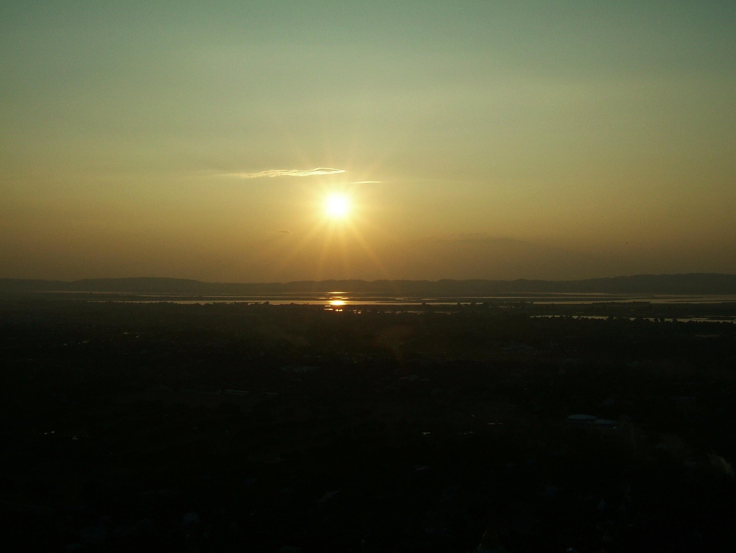 Mandalay Hill Sutaungpyei Pagoda sunset Nov 2004 01