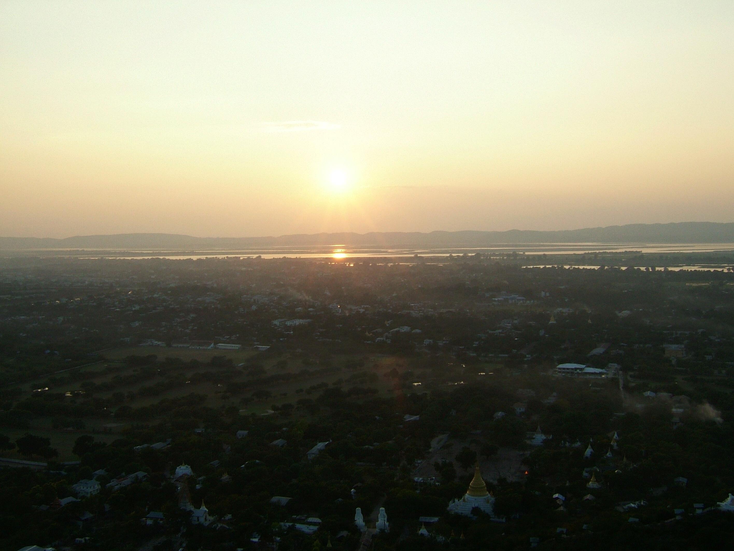 Mandalay Hill Sutaungpyei Pagoda sunset Nov 2004 03
