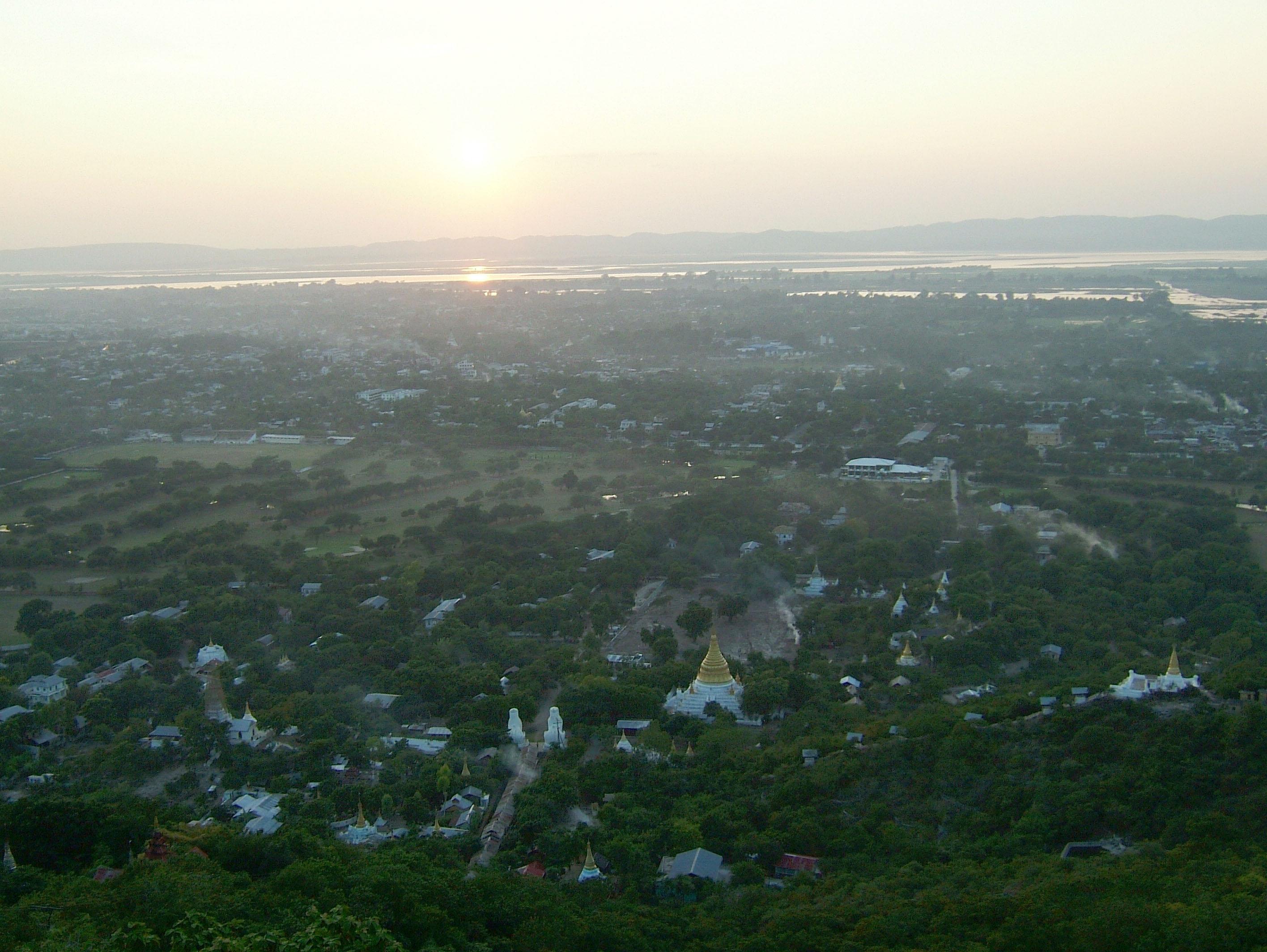 Mandalay Hill Sutaungpyei Pagoda sunset Nov 2004 05