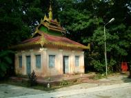 Asisbiz Between Kyauktan and Thilawa Port blue pagoda Oct 2004 13