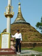 Asisbiz Area C Thanlyin adjacent pagodas Oct 2004 03