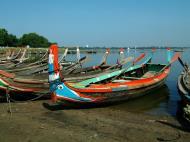 Asisbiz Myanmar Amarapura Mandalay Thaungthaman lake boats Nov 2004 04