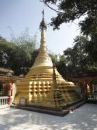 Asisbiz U To near Hle Guu main monastery stupa 2010 03