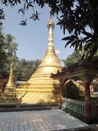 Asisbiz U To near Hle Guu main monastery stupa 2010 04