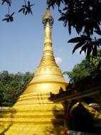 Asisbiz U To near Hle Guu main monastery stupa 2010 09