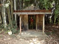 Asisbiz U To near Hle Guu monastery guardian bamboo gardens 2010 01
