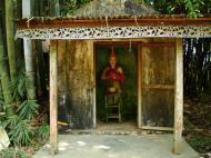 Asisbiz U To near Hle Guu monastery guardian bamboo gardens 2010 02