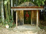 Asisbiz U To near Hle Guu monastery guardian bamboo gardens 2010 03