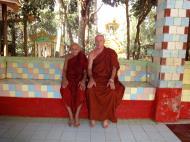 Asisbiz U To near Hle Guu way to Prome head monk U Ku Tha La 2010 02