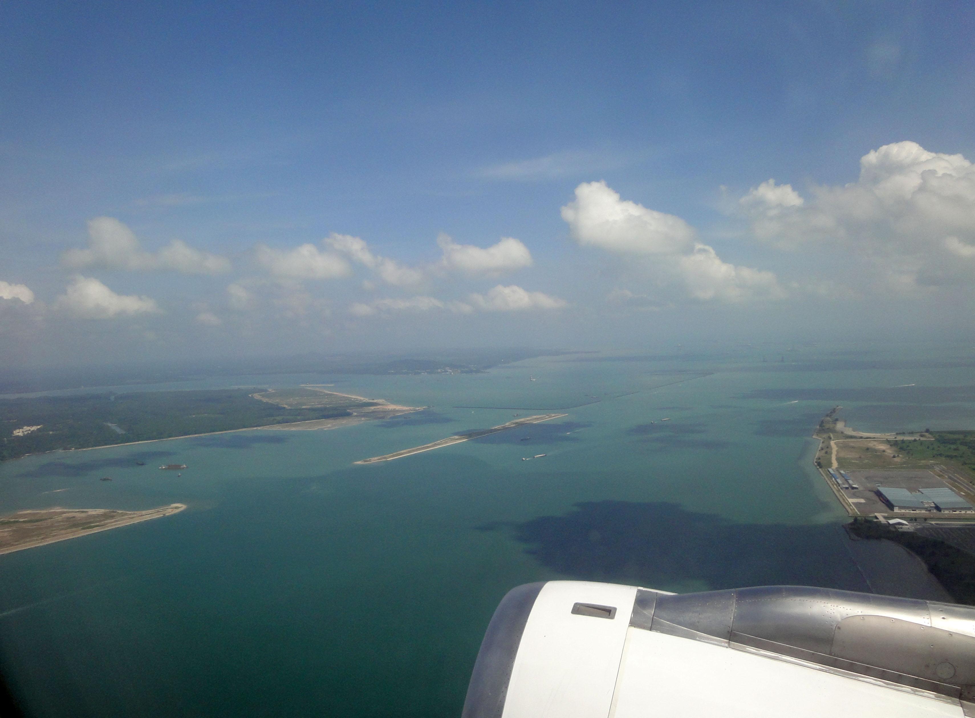Silk Air flight SIN RGN leaving Singapore airspace 01