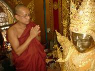 Asisbiz Ayeyarwady Division Zalun Pagoda Head Monk Jan 2001 01