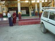 Asisbiz Ayeyarwady Division Zalun Pagoda entrance Jan 2001 03