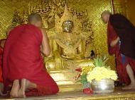 Asisbiz Zalun Pagoda main Buddha Jan 2001 01