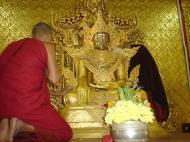 Asisbiz Zalun Pagoda main Buddha Jan 2001 02