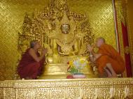 Asisbiz Zalun Pagoda main Buddha Jan 2001 07