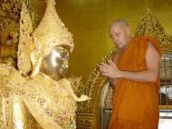 Asisbiz Zalun Pagoda main Buddha Jan 2001 15