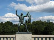Asisbiz Vigeland Sculpture Park father and daughter Oslo Norway 01