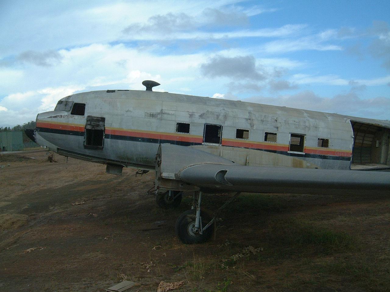 Port Moresby C 47 Air Niugini N55894 abandoned Sep 2002 04