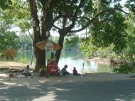 Asisbiz PNG Madang Street scenes Sep 2002 04