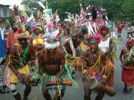Asisbiz PNG Port Morseby villagers tribal dance Sep 2002 02