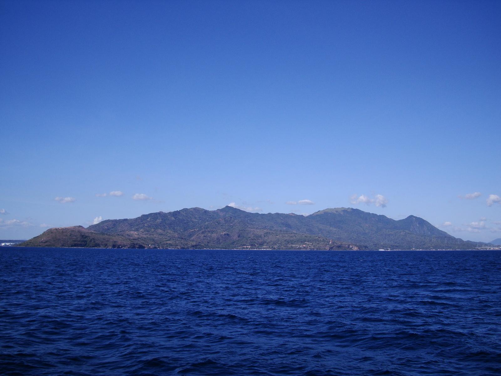 Bagalangit Point lighthouse Calumpan Peninsula viewed from a banca Anilao Batangas 01