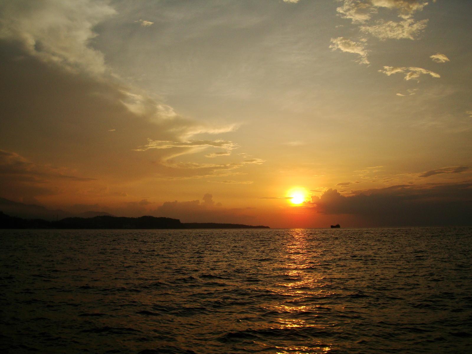 The sunset crossing Batangas San Isdro banca to Tabinay 01