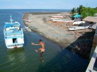 Asisbiz Kids diving of Naujan Estrella bridge Oriental Mindoro Philippines Feb 2006 30