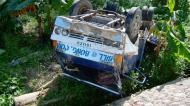 Asisbiz Truck accident Calapan to Pinamalayan roadside views Oriental Mindoro Philippines Feb 2006 01
