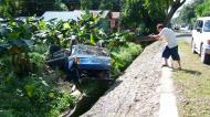 Asisbiz Truck accident Calapan to Pinamalayan roadside views Oriental Mindoro Philippines Feb 2006 02