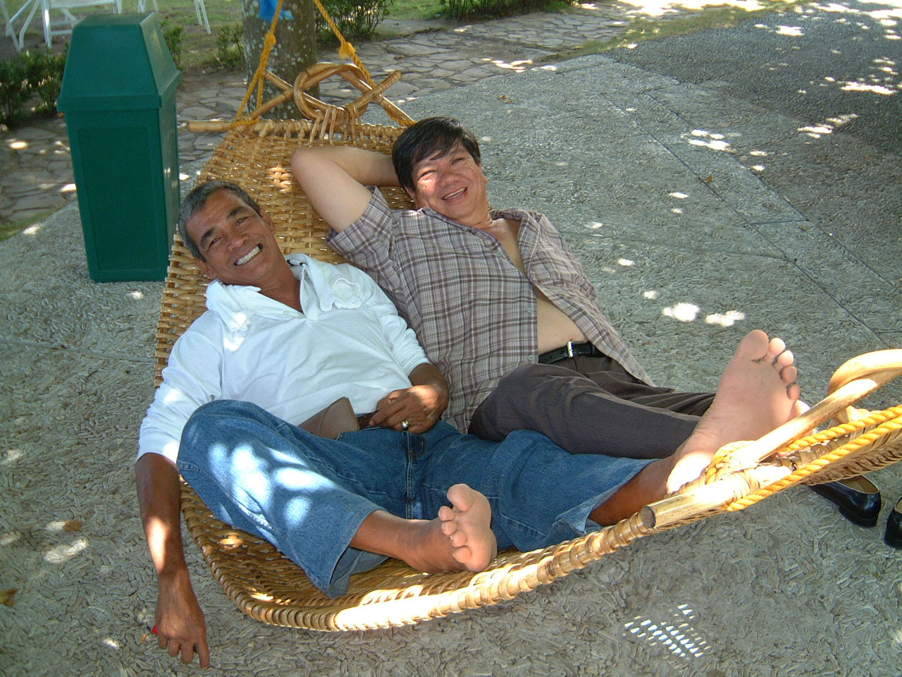 Philippines Chemtrad Manny Barradas right relaxing Mar 2003 01