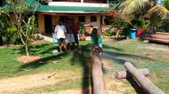 Asisbiz The master shows step by step how to cut straight using chainsaw to produce coco lumber Philippines 01