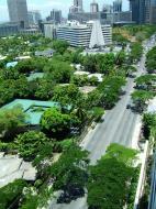 Asisbiz Manila Skyline Paseo de Roxas to Rockwell May 2005 01