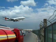 Asisbiz Philippines Ninoy Aquino Airport NAIA B747 Philippines Airlines landing May 2003 01