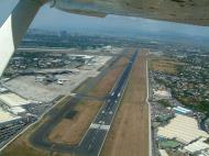 Asisbiz Philippines Ninoy Aquino Airport NAIA Runway 06 24 2004 02