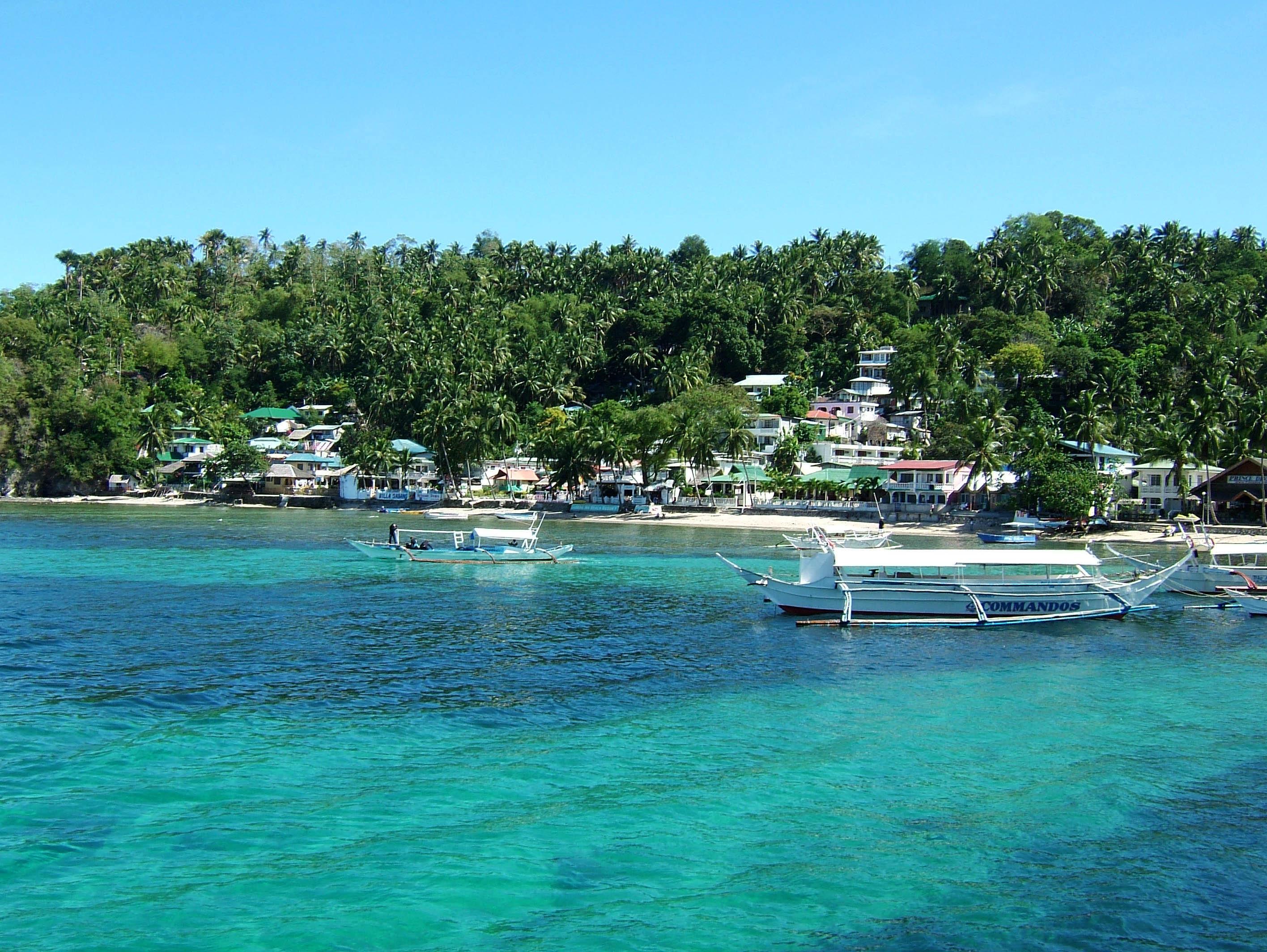 Asisbiz Local Tourist And Dive Hangout Sabang Beach Oriental Mindoro Philippines Jan 2005 03