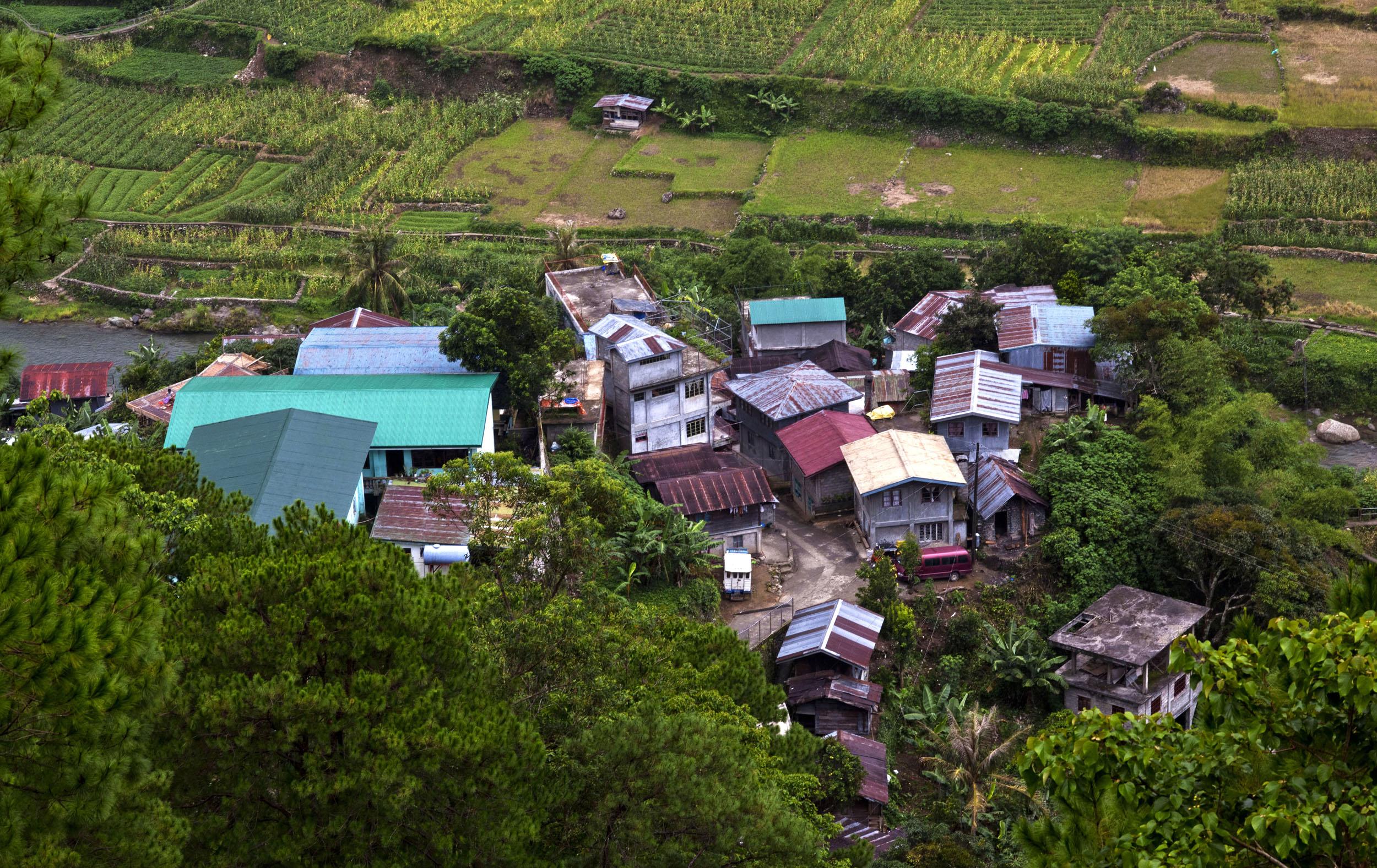 Local towns and villages along the Kabayan Rd Halsema Highway from Baguio to Sagada Aug 2011 02