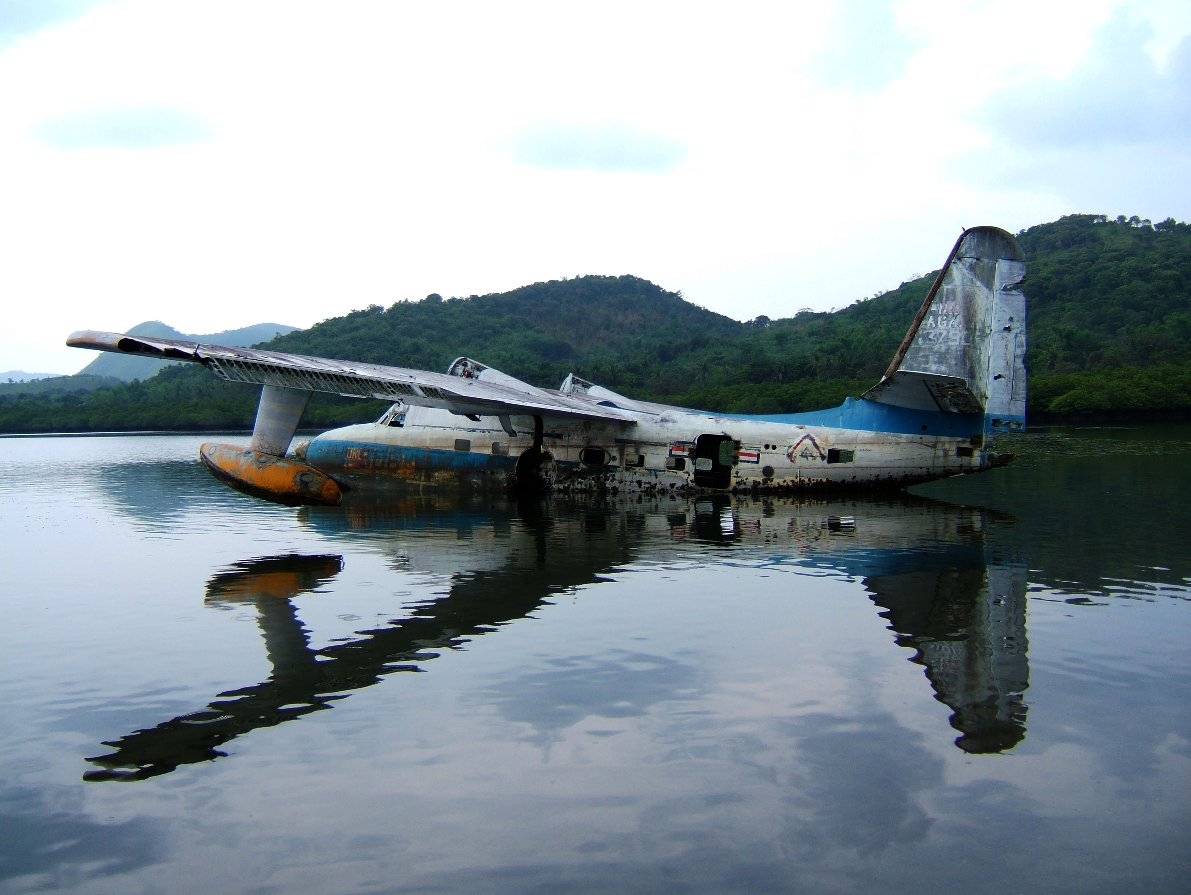 USN Bul No 137906 UF 1 Albatross Philippine AF Coron Bay July 2005 03