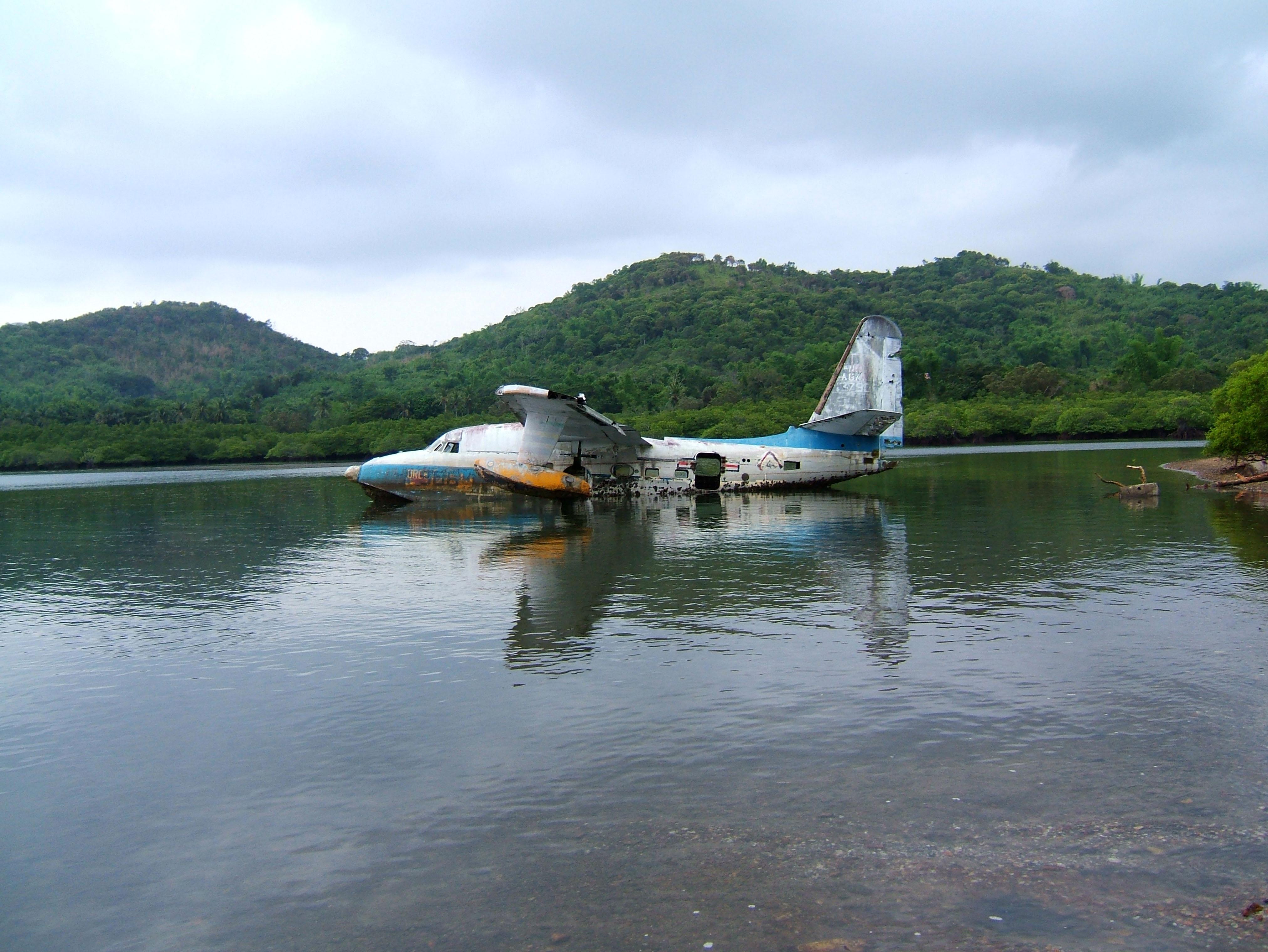 USN Bul No 137906 UF 1 Albatross Philippine AF Coron Bay July 2005 11