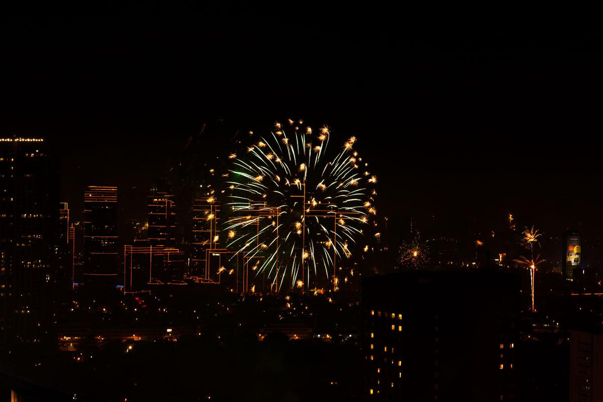 New Year 2011 Fireworks Makati Philippines 001