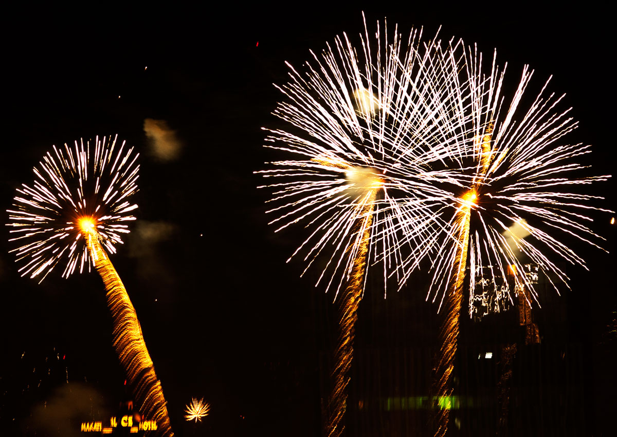 New Year 2011 Fireworks Makati Philippines 009