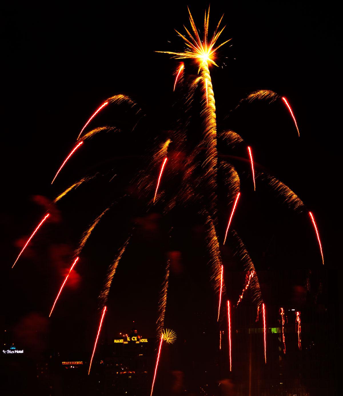 New Year 2011 Fireworks Makati Philippines 012