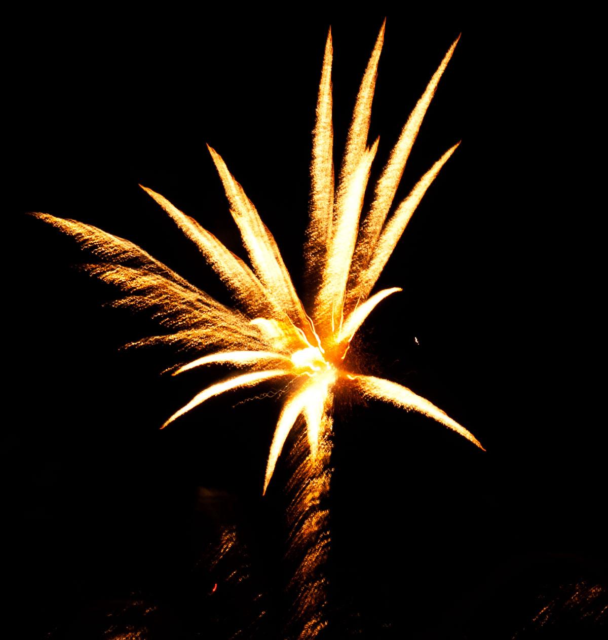 New Year 2011 Fireworks Makati Philippines 017
