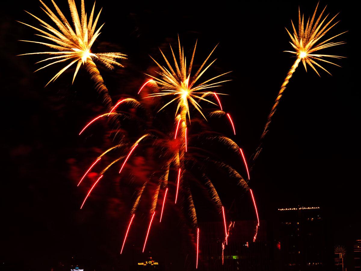 New Year 2011 Fireworks Makati Philippines 021