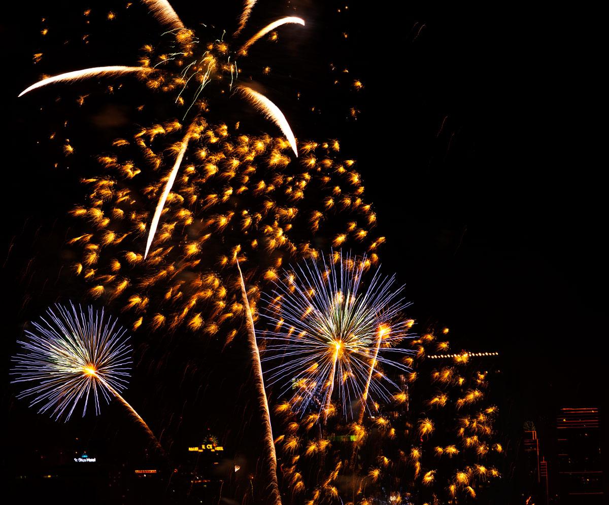 New Year 2011 Fireworks Makati Philippines 030